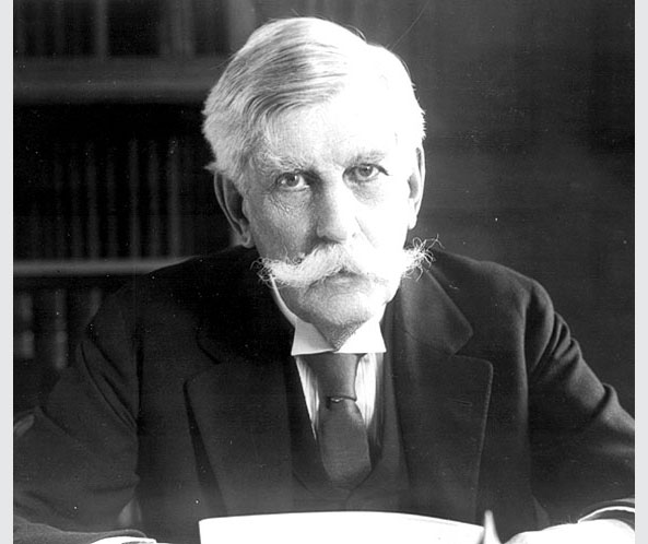 oliver wendall holmes essays 147 oliver wendell holmes - american author, poet, doctor and teacher, oliver wendell holmes was a man of many talents he spent the bulk of his life as physician and professor at harvard, but wrote extensively, publishing essays on epidemiology, psychology, travel, literature and hundreds of sho.